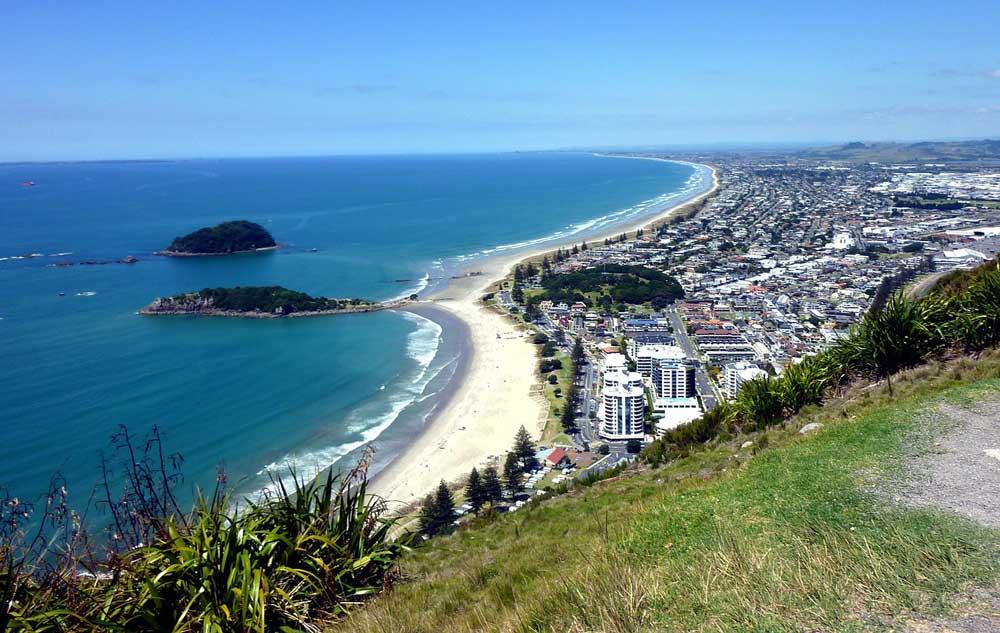 Vista aérea de praia na Nova Zelândia