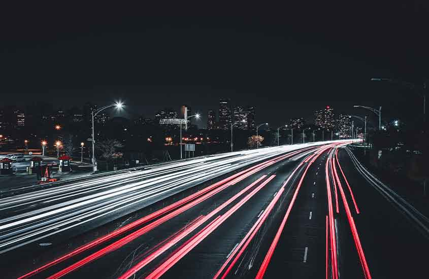 luzes de carros em estrada de Bangkok, thailand