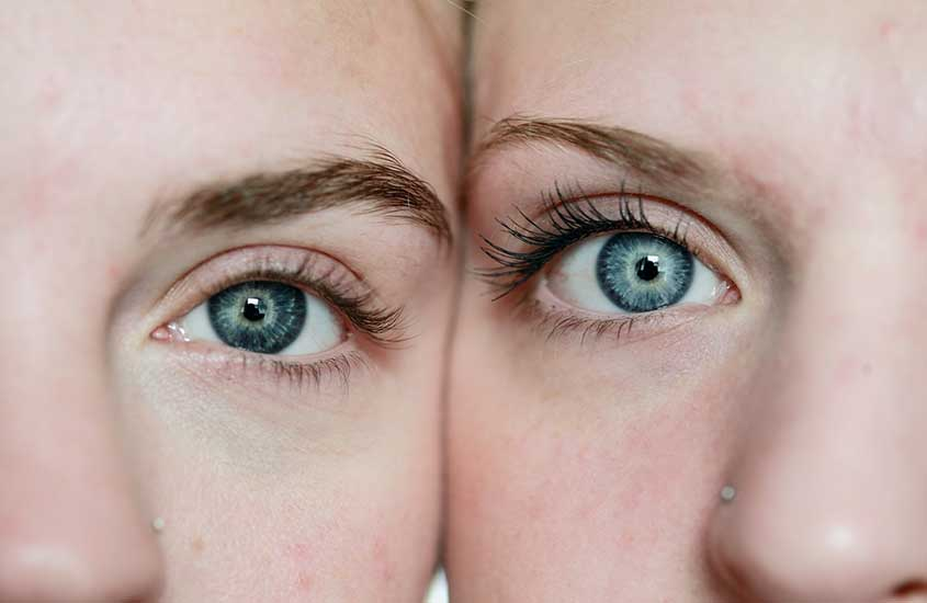 mulheres neozelandesas com olhos azuis, parte do povo da nova zelândia