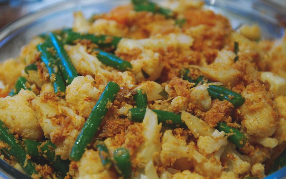Urab Sayur, comida de Bali com milho verde