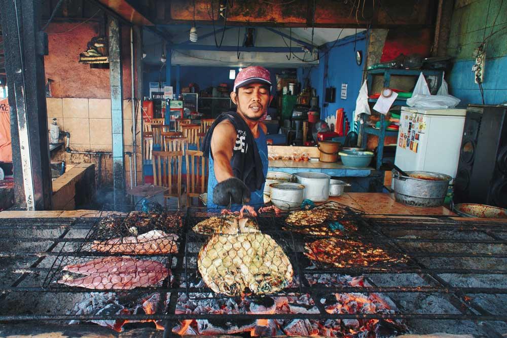vendedor de comida em warung, um pequeno restaurante
