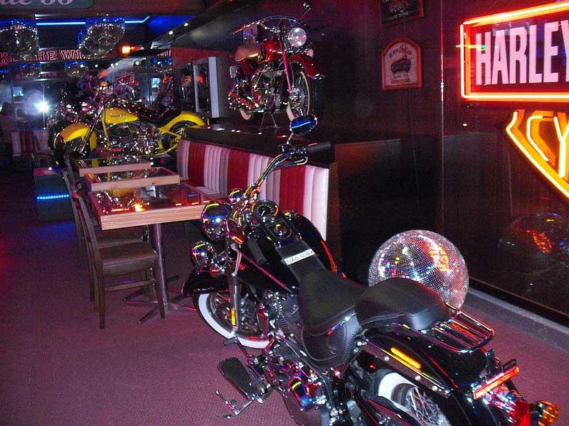 Motos expostas em Harley Moto Show um bar/museu em Gramado