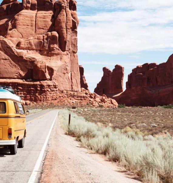 Kombi em estrada, um alternativa de transporte para quem quer viajar barato