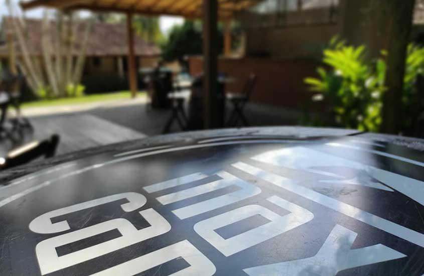 Mesa de Alambique Maxi Cana, um lugar para experimentar boas comidas e bebidas em Barra de Guaratiba RJ