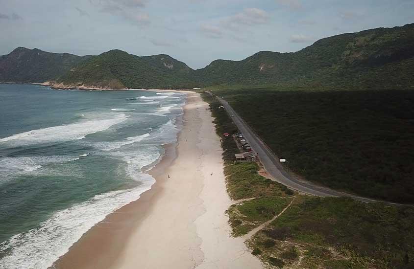 Vista aérea de Praia de Grumari perto de Barra de Guaratiba RJ