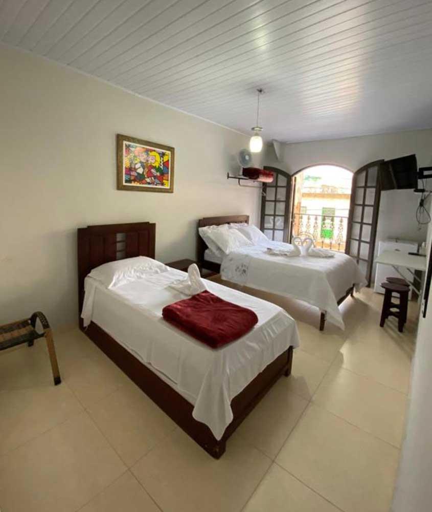 camas de solteiro em quarto espaçoso de Pousada Maciel, uma opção para quem busca Onde ficar em São Thomé das Letras