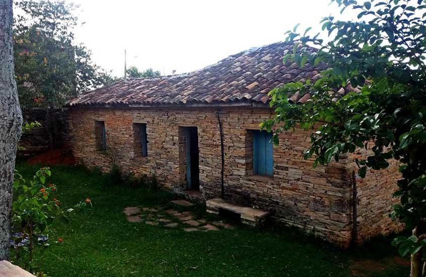 construção de pedra do Camping do Cid, uma opção para quem busca Onde ficar em São Thomé das Letras