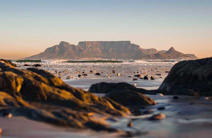 Table Mountain da Cidade do Cabo, uma das curiosidades sobre a África do Sul é que ela é uma das montanhas mais antigas do mundo