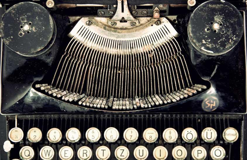 máquina de escrever preta