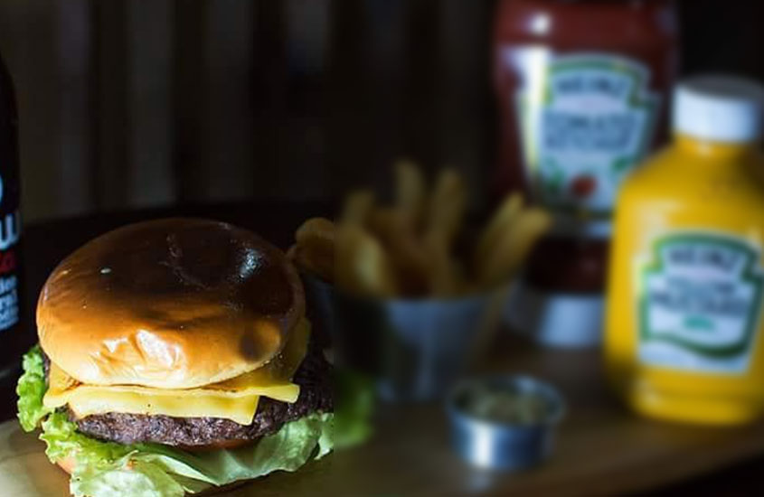 hamburguer do Muvuca Restaurante e Hamburgueria, uma opção para quem busca onde comer em trindade