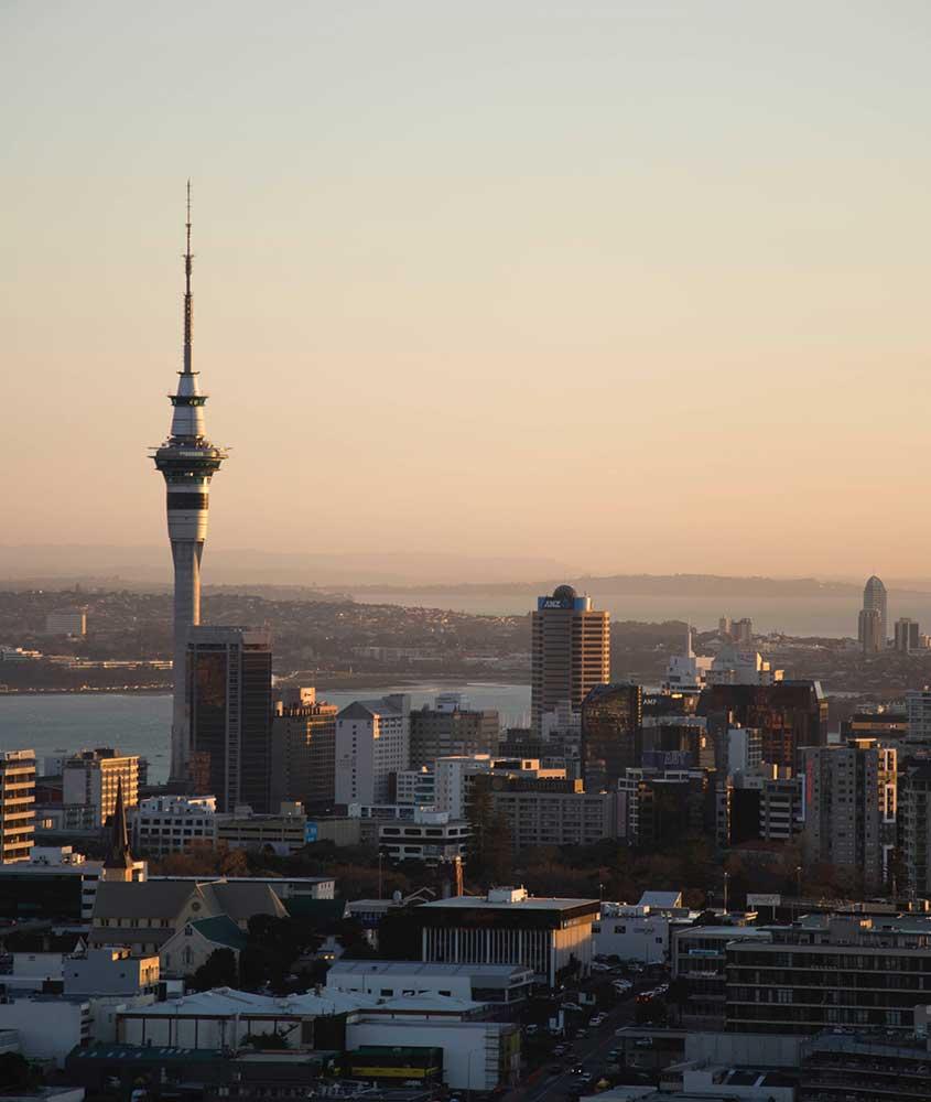 rédios e mar durante o entardecer na nova Zelândia