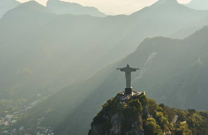 cristo redentor, cartão postal do rio de janeiro, um dos melhores lugares para viajar sozinha no brasil