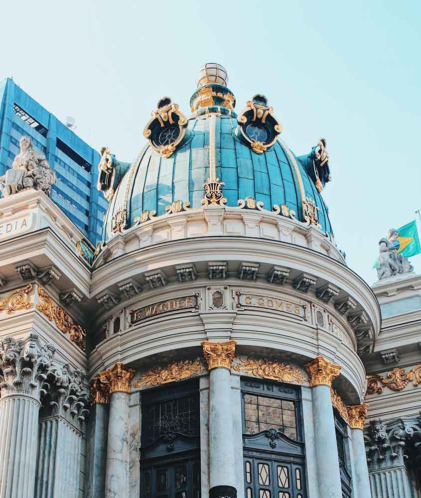 fachada de teatro municipal, uma atração interessante para quem busca o que fazer no centro do rio de janeiro