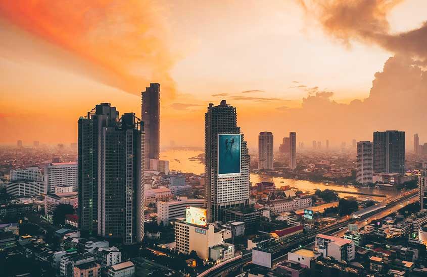 vista aérea de prédios em Sathorn, uma opção para quem busca onde ficar em Bangkok