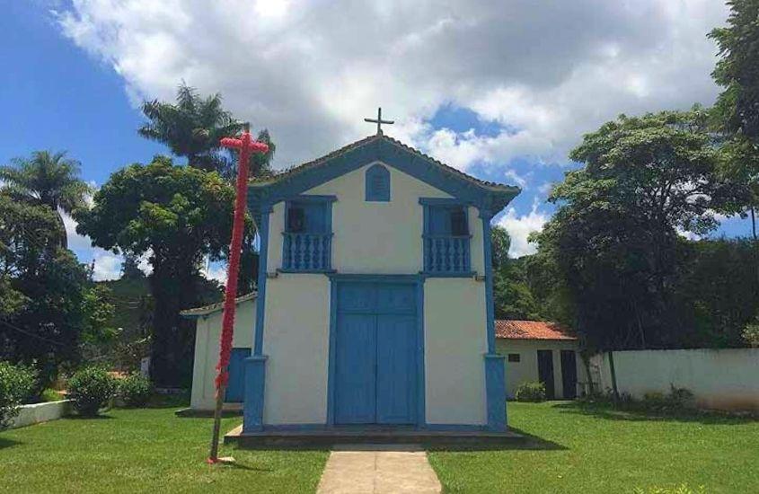 Entrada da Capela de São Sebastião, uma ótima opção para quem busca o que fazer em Macacos MG