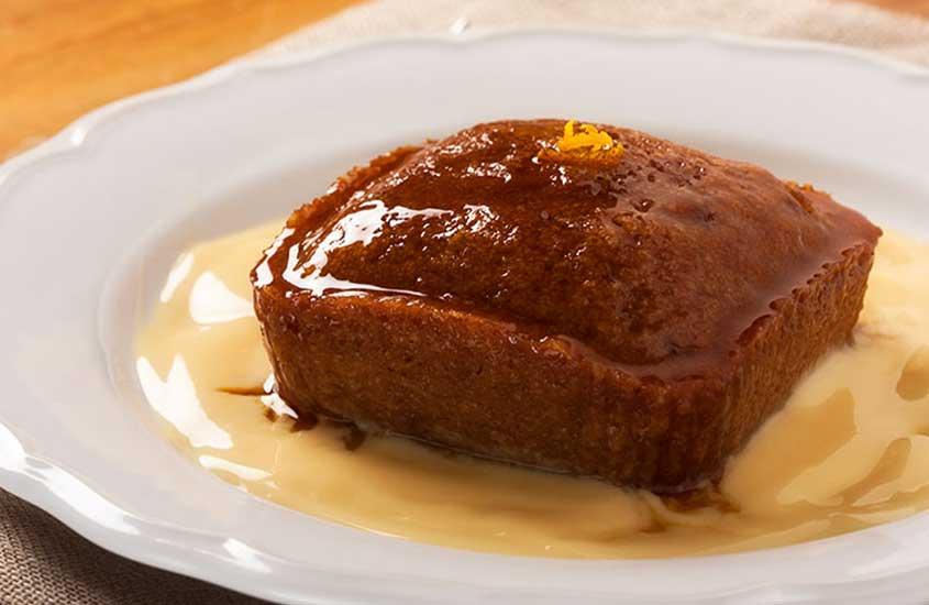 prato branco com pudim de malva, uma das sobremesas da culinária da África do Sul