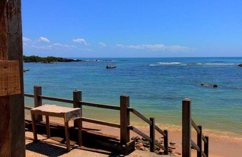 deck de Pousada Sol e Mar (uma opção de onde ficar em morro de sao paulo) em frente a Segunda Praia