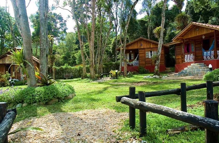 chalés em frente ao jardim da Recanto da Serra, uma boa pousada para quem busca onde ficar em Visconde de Mauá