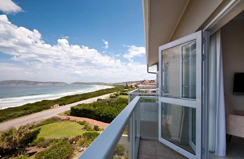 varanda de quarto de The Robberg Beach Lodge - Lion Roars Hotels & Lodges de frente para o mar