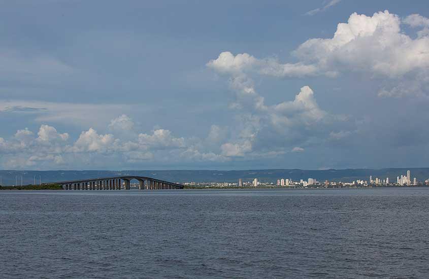 ponte sobre águas em palmas tocantis