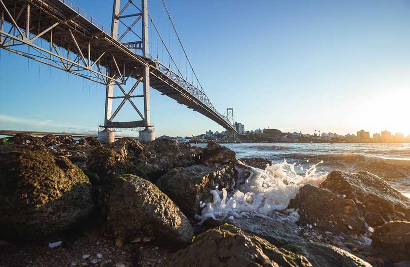 ponte sobre mar
