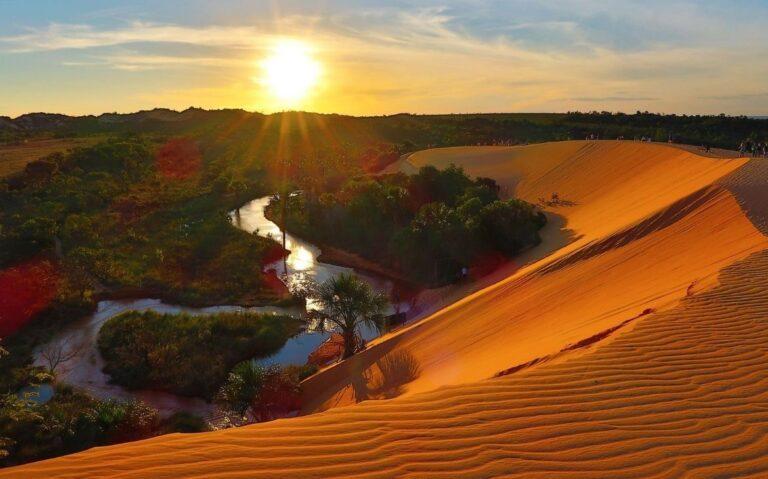 dunas, montanhas e rio em dia ensolarado no jalapao